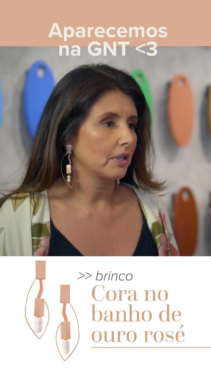 A apresentadora Karina Vargas da GNT com nosso brinco Cora no programa Admirável Móvel Novo