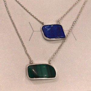 escapulario-lapis-lazuli-malaquita-plume-acessorios
