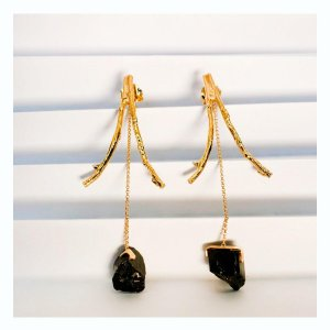 brinco-ramos-turmalina-negra-plume-acessórios